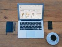 laptop, telefon i kawa